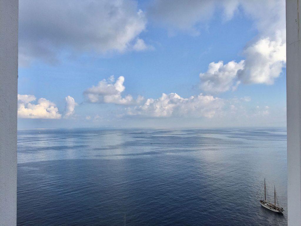 Harry-Clark-Farben-Blauer-Ozean-und-blauer-Himmel