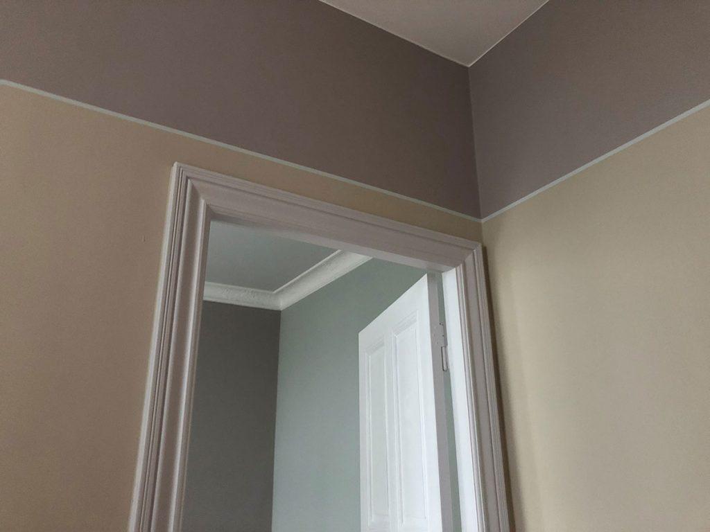harry-Clark-Farben-Blick-auf-eine-Zimmertür-Ecke-mit-verschiedenen-Farbeindrücken