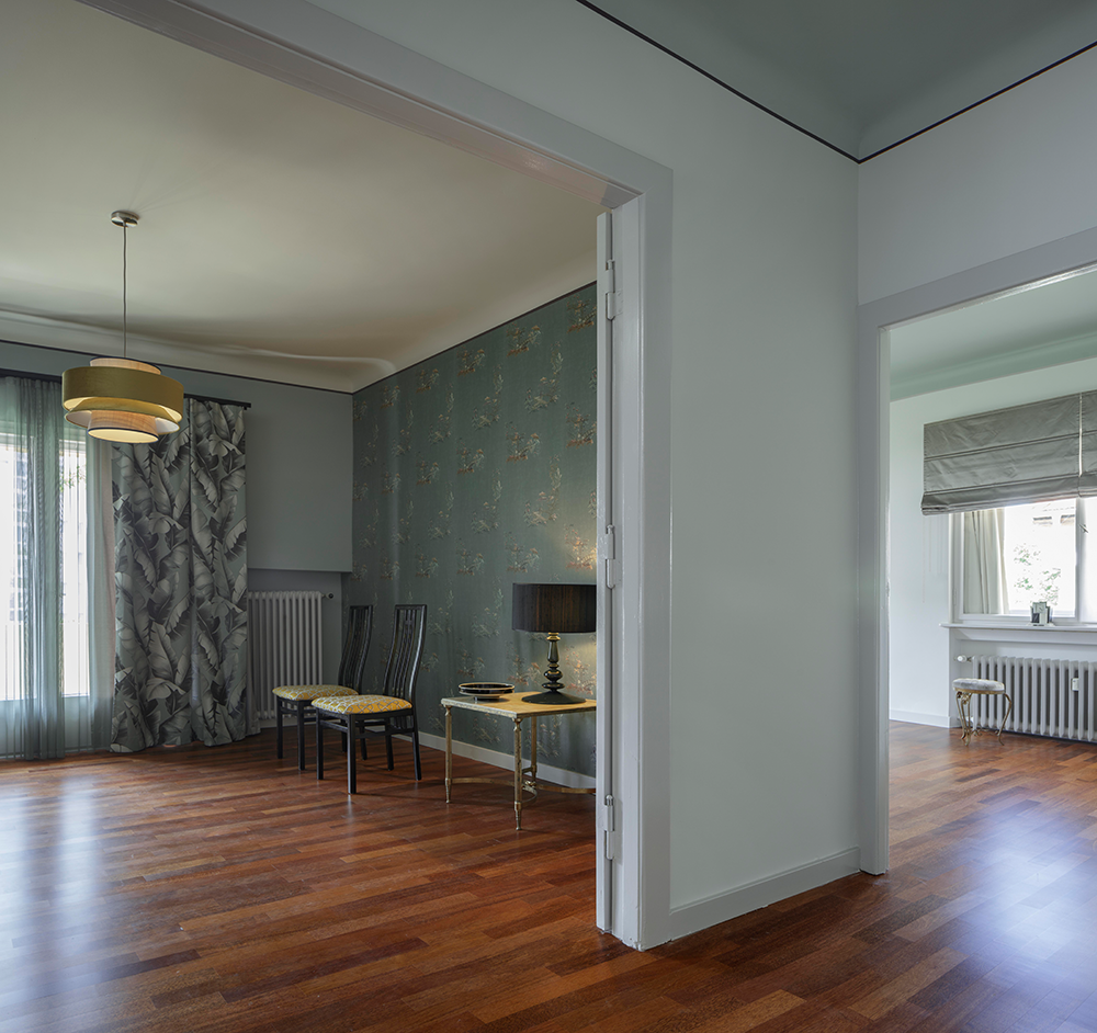 Apartment<br> in a modernist <br>building
